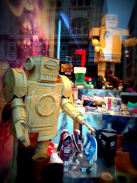 Schuhe London cardboard robots-001